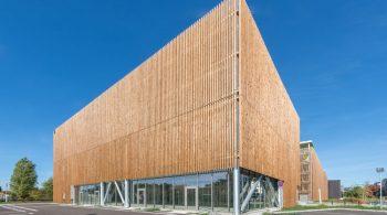 Ecoquartier Terre Sud. Architecture Parking Bel Air Terre Sud Généreux et tendu comme une bambouseraie vers un ciel azur. Architecture comtemporaine  Bègles Terre Sud-France