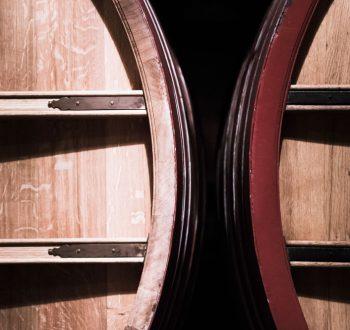 photo de chais - Château Beaucastel Photo reportage de chais domaine Château Beaucastel. Grands contenenants foudres Seguin Moreau.  Courthézon-France